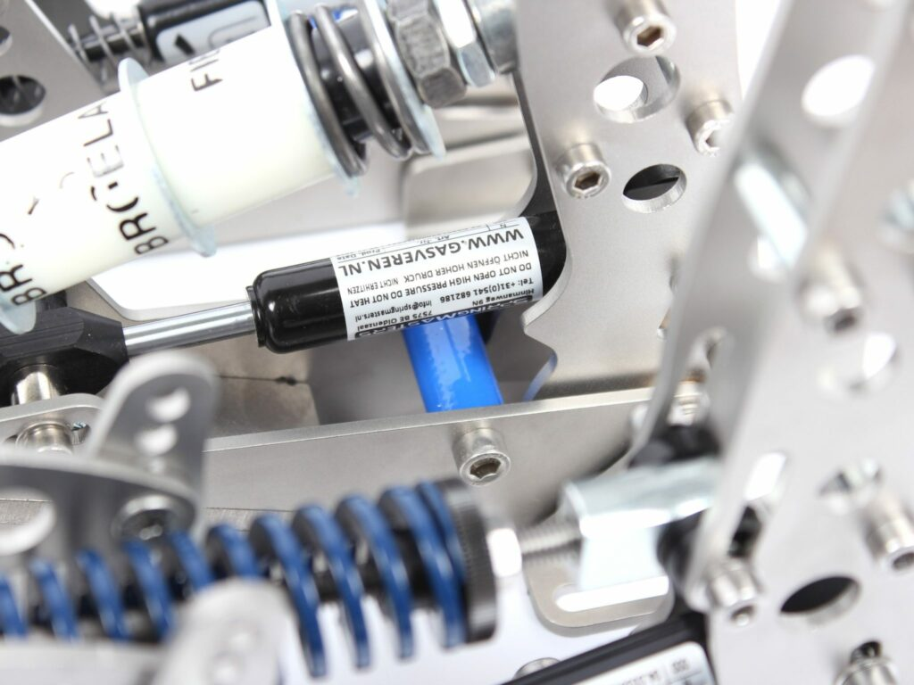 Hydraulic 2-way damper in an Ultimate pedal set