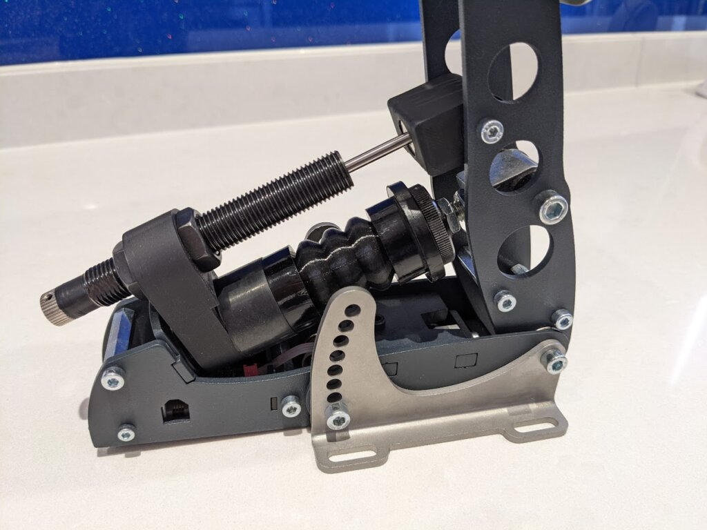 Close up of the damper's parallex axis with the load cell axis